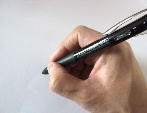 セブンイレブンの3色油性ボールペン